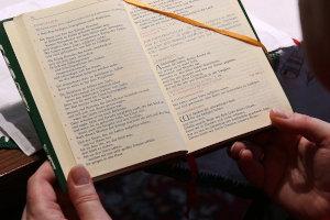 aufgeschlagenes Messbuch
